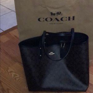 Reversible Brown/Black Signature tote NWT